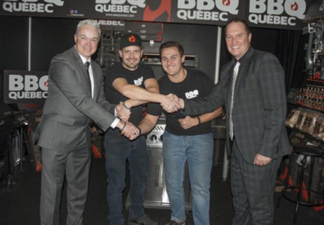De gauche à droite : Pierre Nolet, directeur principal développement des affaires pour Groupe BMR, Max et JP Lavoie, cofondateurs de BBQ Québec, et Pascal Houle, chef de la direction de Groupe BMR. (Groupe CNW/Groupe BMR)