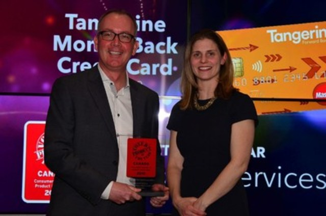 Scott Lapstra, Managing Director, Credit Card Products at Tangerine, accepted a 2016 Product of the Year Canada award for the Tangerine Money-Back Credit Card at the awards ceremony in Toronto on March 30, 2016. (CNW Group/Tangerine)