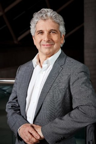 A former SickKids patient, TSO Music Director Peter Oundjian conducts and co-hosts Peter and the Wolf: In Support of SickKids on November 26 at Roy Thomson Hall in Toronto. (CNW Group/Toronto Symphony Orchestra (TSO))