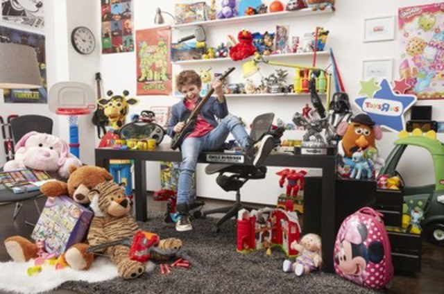 """Toys""""R""""Us, Canada hires 12-year-old Émile Burbidge from Saint-Bruno (Québec) as its new Chief Play Officer (CPO). In his role, Émile will get to play with the hottest new toys, games and gadgets and share his top picks with parents and gift-givers across the country. (CNW Group/Toys """"R"""" Us (Canada) Ltd.)"""
