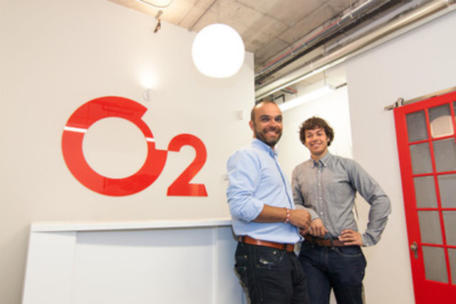 Sacha Declomesnil et Charles Guimont, président fondateur d''O2 Web (Groupe CNW/O2 Web Montréal)