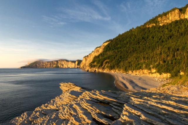 Lever de soleil au Cap-Bon-Ami du parc national du Canada Forillon. (Groupe CNW/Parcs Canada)
