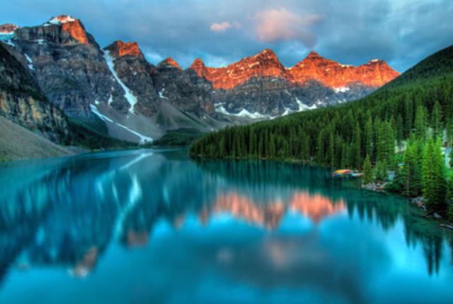 Lake Louise a été proclamée ville idéale pour une demande en mariage, surpassant le Vieux-Montréal et Halifax Harbour (Groupe CNW/Hotels.com)