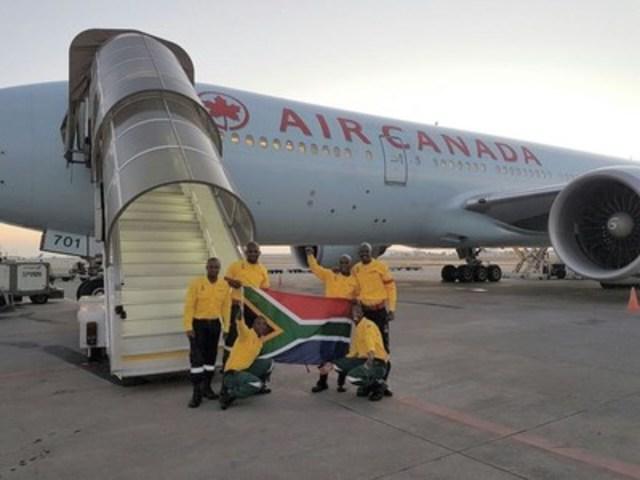 Air Canada transporte au départ de Johannesburg, en Afrique du Sud, 300 pompiers qui aideront à combattre les feux de forêt en Alberta (Groupe CNW/Air Canada)