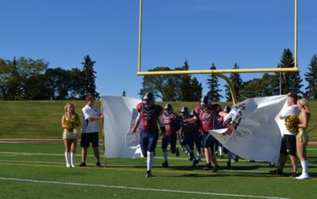 Edmonton Eskimos cheerleaders encourage Edmonton's Oscar Romero high school football team as it takes the field for the first time with support from the Nissan Kickoff Project (CNW Group/Nissan Canada Inc.)