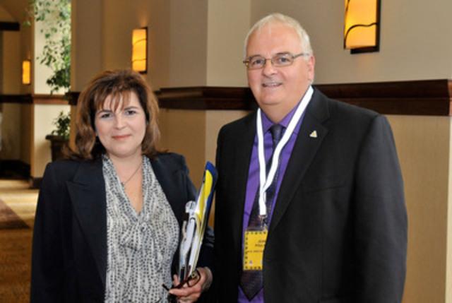 Madame Diane Lemieux, PDG de la CCQ et M. Jean Pouliot, président de l'ACQ. (Groupe CNW/ASSOCIATION DE LA CONSTRUCTION DU QUEBEC)