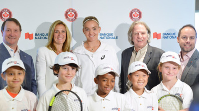 Louis Vachon, President and Chief Executive Officer, National Bank, Kelly Murumets, President and Chief Executive Officer, Tennis Canada, Charlotte Robillard-Millette, tennis player, Tennis Canada, Eugène Lapierre, Senior Vice-President, Quebec Professional Tennis, Tennis Canada, Yann Jodoin, Senior Vice-President, Client Strategies, Marketing and Branding, National Bank alongside young players from National Bank Little Aces program. (CNW Group/National Bank of Canada)