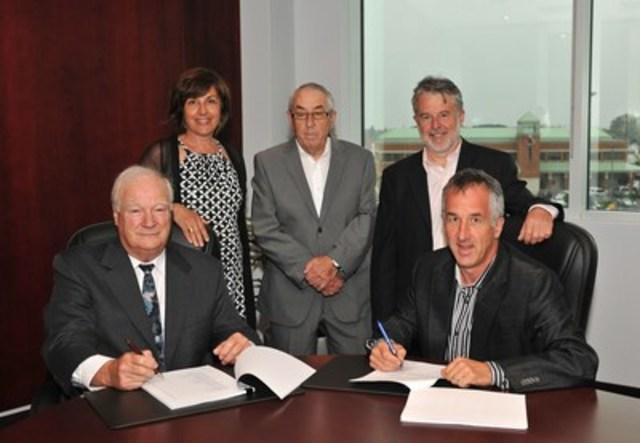 Léo-Paul Therrien, Claudine Harnois, Claude Harnois, Luc Harnois, Serge Harnois (Groupe CNW/Harnois Groupe pétrolier)