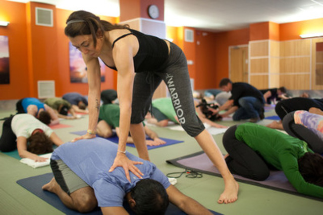 YogaFit Creator Beth Shaw leads participants at 137 Yonge Street GoodLife Fitness through a special master-class to celebrate the launch of GoodLife Fitness and YogaFit's growing collaboration in Canada. (CNW Group/GoodLife Fitness)