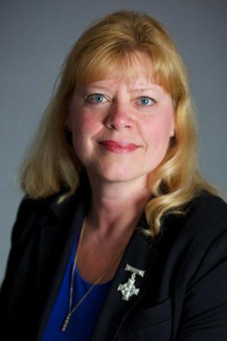 2016-17 Mère nationale de la croix du Souvenir (Croix d'argent) – Mme Colleen Fitzpatrick (Groupe CNW/Légion royale canadienne)