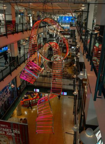 Le Centre Eaton de Montréal inaugure une monumentale installation urbaine « Lumières d'espoir » conçue par le Studio Artefact pour célébrer le temps des Fêtes et une campagne de dons à l'organisme Dans la rue. (Groupe CNW/Centre Eaton de Montréal)