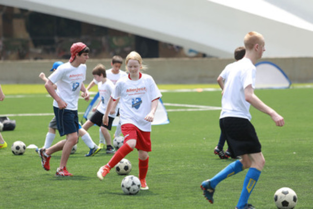 Allerject and Montreal Impact host soccer clinic for kids with severe allergies. (CNW Group/Sanofi Canada)