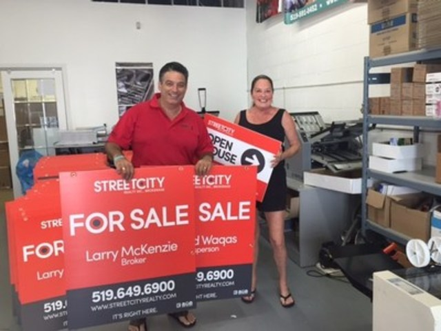 Costa Poulopoulos and Mary Johnson, principals in StreetCity Realty, unveil new for-sale signs. The firm has plans to go Ontario-wide (CNW Group/Peerage Realty Partners Inc.)