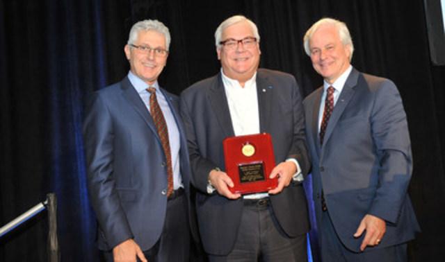 Gauche à droite: John Helou, Président, Pfizer Canada Inc.; Mark Lievonen, Président, Sanofi Pasteur Limited; Russell Williams, Président, Rx&D (Groupe CNW/Les compagnies de recherche pharmaceutique du Canada (Rx&D))