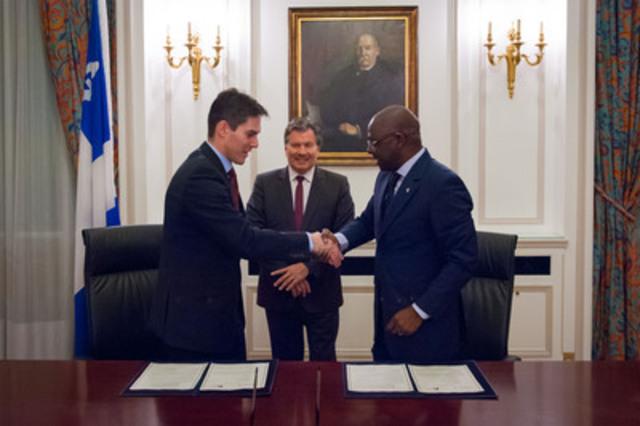 De gauche à droite : Me Nicolas Plourde, bâtonnier du Québec, M. Michel Robitaille, Délégué général du Québec à Paris, Me Alioune Badara Fall, bâtonnier du Sénégal (Groupe CNW/BARREAU DU QUEBEC)