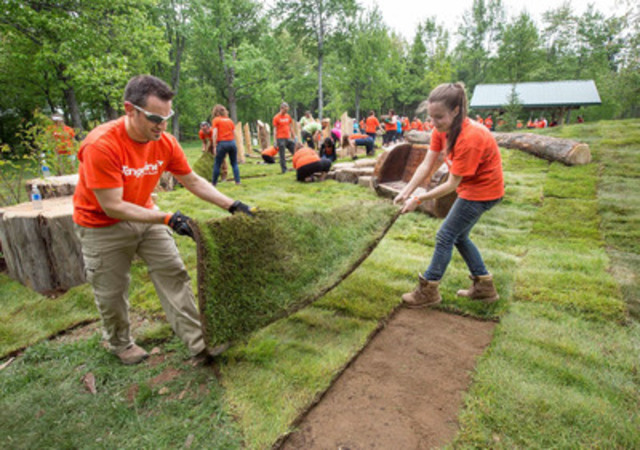 Tangerine employees Serge Lanteigne and Nathalie Leger laid the final touches on the new all-natural playground in Centennial Park. The one-day build was done in partnership between Tangerine, the City of Moncton and Bienenstock Natural Playgrounds, and saw more than 150 employees and community volunteers lend a hand to create a #BrightWayForward for Moncton area residents. (CNW Group/Tangerine)
