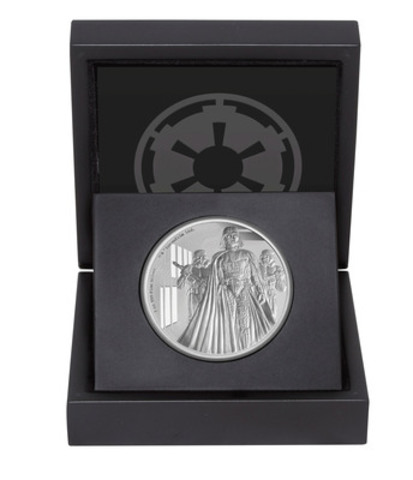 Inside the box display of the Darth Vader silver coin. (CNW Group/Canadian Imperial Bank of Commerce)