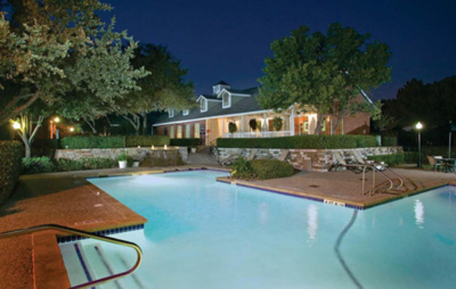 Pool and clubhouse view at Vistas at Hackberry Creek (CNW Group/Pure Multi-Family REIT LP)