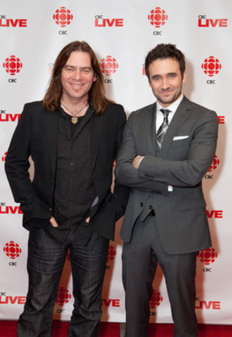 Allan Hawco (right), star of CBC Television's hit show Republic of Doyle, was joined by Great Big Sea front-man - and season three Republic of Doyle guest star - Alan Doyle (left) at a sneak-preview screening of Republic of Doyle in Toronto tonight. (CNW Group/CBC/RADIO-CANADA)