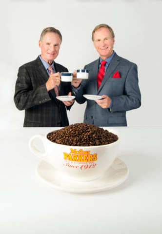 Paul Higgins Jr. et Michael Higgins, co-PDG de Mother Parkers Tea & Coffee (Groupe CNW/Conseil canadien du commerce de détail)
