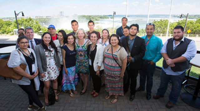 Minister McKenna meets with Indigenous Youth Council at the Assembly of First Nations 37th General Assembly in Niagara Falls to discuss climate change. (CNW Group/Environment and Climate Change Canada)