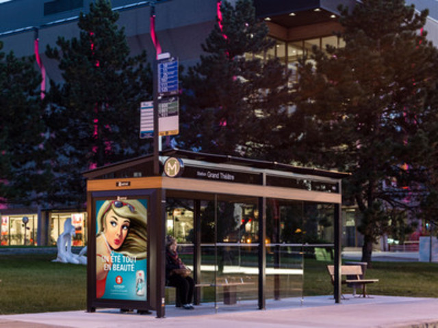 RTC transit shelter in Québec City (CNW Group/Bell Media)