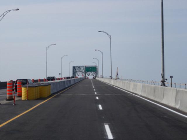 Pont Honoré-Mercier : Vue sur les nouvelles dalles du pont au moment de la fin des travaux le 11 août 2014. (Groupe CNW/Les Ponts Jacques Cartier et Champlain Incorporée)