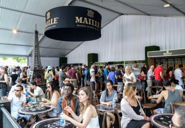 Vive la France! More than 5,000 Torontonians joined the Consulate General to celebrate the best of France at Toronto Bastille Day, presented by Maille on Sunday. In true Parisian spirit, guests were invited to picnic under the Eiffel Tower and taste innovative cocktails and macarons at the Maille Bistro. In a picturesque setting that transported Torontonians to Paris for the day, the event was a joyful celebration of French history, culture, music and cuisine. (CNW Group/The PR Department)