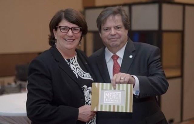 Coopératives et mutuelles Canada décerne sa plus haute distinction à Mauril Bélanger (Groupe CNW/Coopératives et mutuelles Canada)