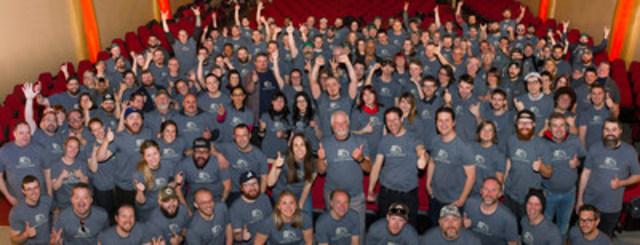 Les employés de Beau's célébrant suite à l'annonce. (Crédit photo : Brendan Coutts) (Groupe CNW/Beau's All Natural Brewing Company)