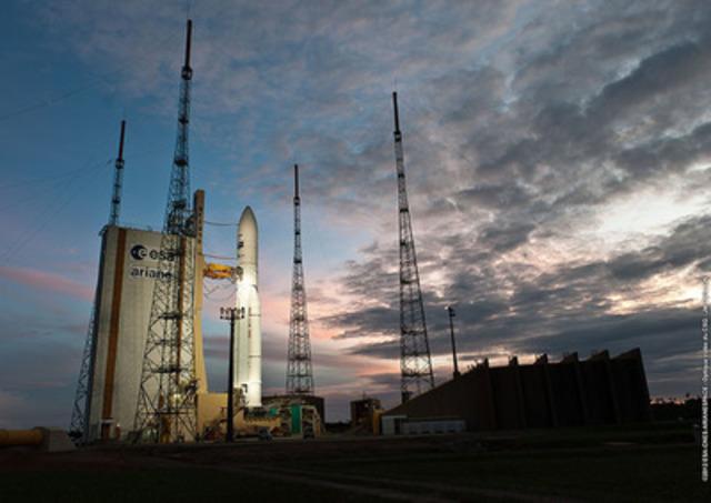 La fusée Ariane-5, qui transportera le nouveau satellite à haut débit 4G qui sera utilisé par Xplornet, repose sur une rampe de lancement à Kourou, en Guyane française le 4 juillet, soit la veille de son lancement. (Groupe CNW/Xplornet Communications inc.)