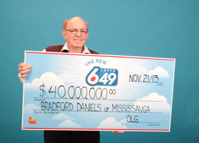 Bradford Daniels, de Mississauga, a réclamé le gros lot de 40 000 000 $ du tirage du 12 octobre 2013 de LOTTO 6/49 au Centre des prix OLG de Toronto le jeudi 21 novembre 2013. (Groupe CNW/OLG Winners)