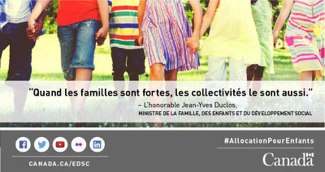 Famille se tenant les mains (Groupe CNW/Emploi et Développement social Canada)