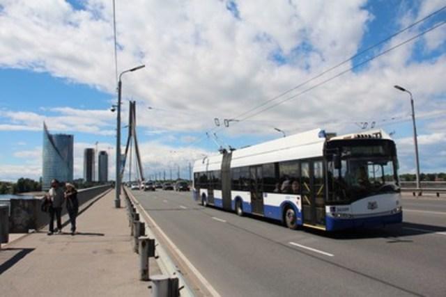 Solaris Trollino model low floor trolley bus (CNW Group/Ballard Power Systems Inc.)