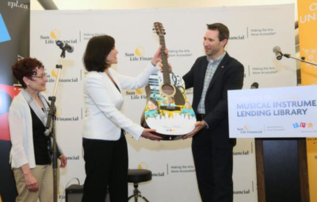 La Financière Sun Life et à la Vancouver Public Library participent au lancement Programme de prêt d'instruments de musique en bibliothèques - Financière Sun Life à Vancouver, en Colombie-Britannique. (Groupe CNW/Financière Sun Life Canada )