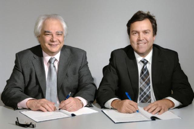 Décembre 2011 à Montréal. Jacques Ouellet, premier v-p, R-D et commercialisation au CRIM et Richard Tremblay, v-p, Information et Conformité des produits au CRIQ. (Groupe CNW/CENTRE DE RECHERCHE INFORMATIQUE DE MONTREAL (CRIM))