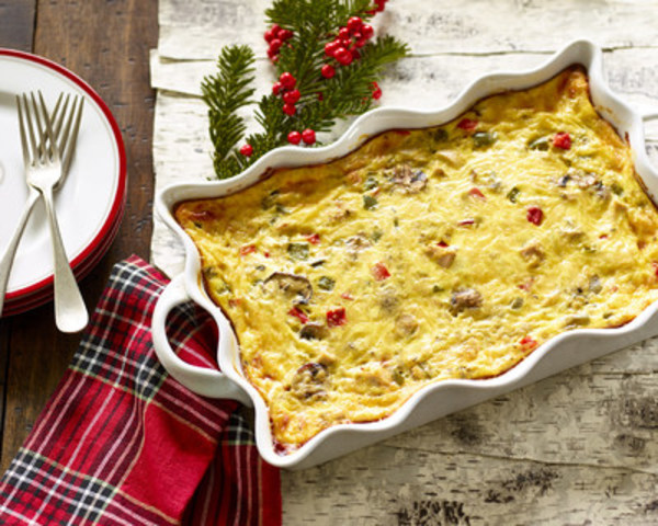 For a tasty brunch or light supper, combine cooked turkey or chicken, sweet peppers, onion and mushrooms with eggs and cheese and bake. Great for using leftover turkey! (CNW Group/Egg Farmers of Ontario)