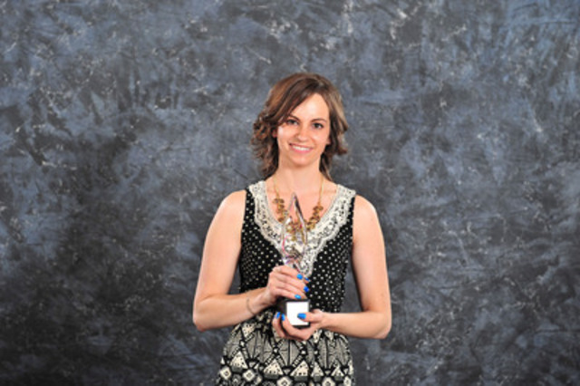 Jaclyn Spurrell from Alberta Blue Cross accepts the gold Award of Excellence in internal communications. (CNW ...