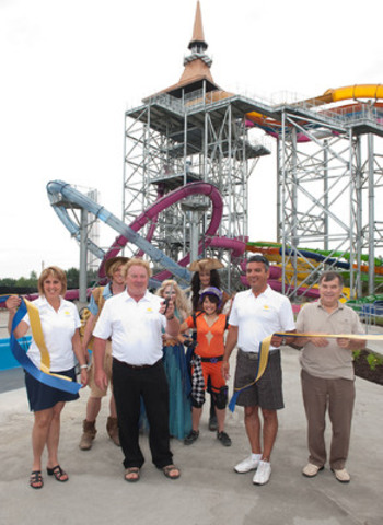Official unveiling of the Summit Tower. From left to right: Ginette Robert, vice-president sales & marketing, Guy Drouin, president and CEO, Sylvain Lauzon, executive vice-president, Richard Legault, councillor for Ward 4 in the Nation Municipality, accompanied by the Calypso characters. (CNW Group/Calypso Theme Waterpark)
