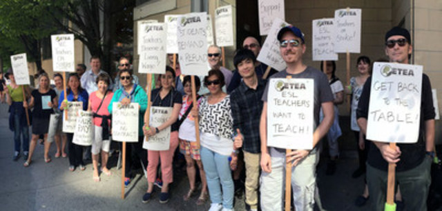 Teachers on the picket line (CNW Group/Federation of Post-Secondary Educators of BC)