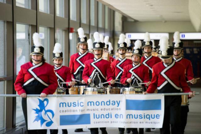 Joignez les Canadiens de toutes les régions du pays pour souligner l'importance de l'éducation musicale alors que le Lundi En Musique célèbre son 10ème anniversaire! (Groupe CNW/Coalition pour l'education en musique)