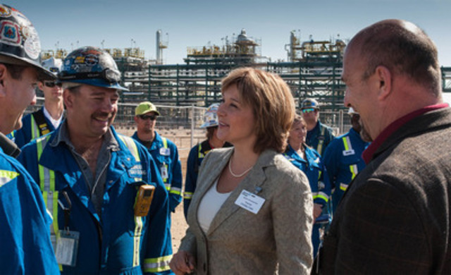 Honourable Christy Clark, Premier of British Columbia chats with Spectra Energy employees and construction contractors at the Official Grand Opening of the Dawson Processing Plant in Bessborough, B.C. (CNW Group/Spectra Energy Corp.)