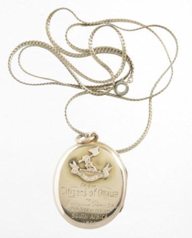 Médaillon en or ayant appartenu à Georgina Pope. CWM 20140479-001, Musée canadien de la guerre. (Groupe CNW/Musée canadien de l'histoire)