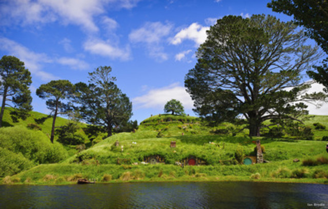 Fans will visit the famous party tree set in The Shire at Hobbiton, New Zealand. (CNW Group/Tourism New Zealand)