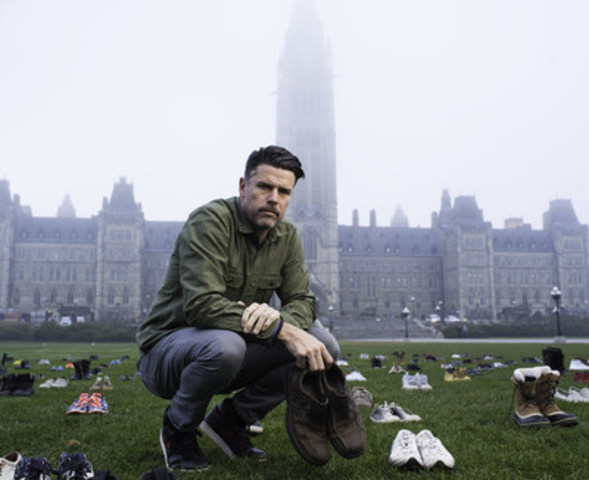Movember Co-Founder and Chief Mo Bro Adam Garone places shoes on Parliament Hill (CNW Group/Movember Canada)