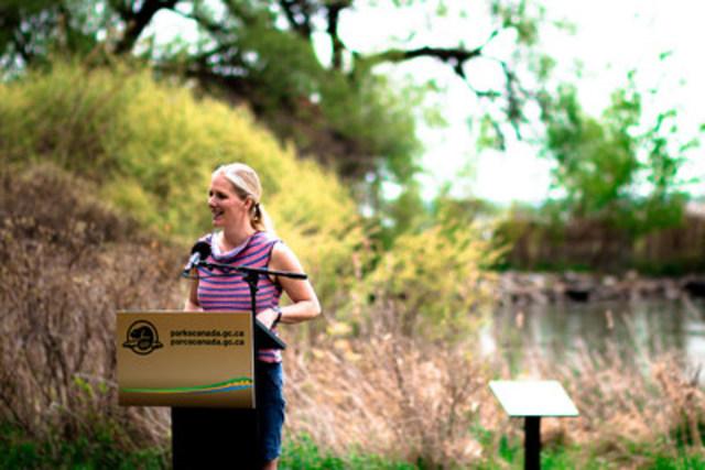 L'honorable Catherine McKenna, Ministre de l''Environnement et du Changement climatique et ministre responsable de Parcs Canada, célébre l''ouverture de la saison touristique 2016 de Parcs Canada dans le parc national des Mille-Îles en Ontario. Photo: Parcs Canada/ David DiUbaldo (Groupe CNW/Parcs Canada)