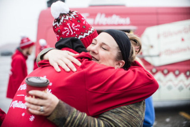 Tim Hortons #WarmWishes campaign surprises Canadians with more than 150 good deeds in one day (CNW Group/Tim Hortons)