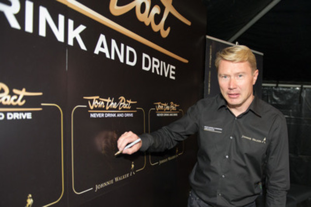 Mika Häkkinen signs his commitment to Join the Pact against drinking and driving at LCBO Queens Quay (CNW Group/Diageo Canada)