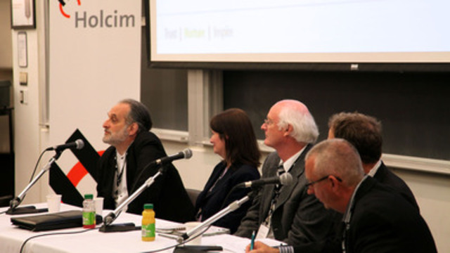 Holcim & UofT Forum speakers David Lieberman, Eleanor McAteer, Kim Pressnail, Alex Speigel and Kevin Hydes listening to an audience question (CNW Group/Holcim Canada Inc.)