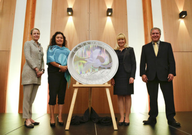 Sandra Hanington, Royal Canadian Mint President and CEO, Ta'an Kwächä'an First Nation Chief Kristina Kane, the Honourable Elaine Taylor, Deputy Premier of the Yukon Territorial Government, and Dan Curtis, Mayor of Whitehorse, unveil the Story of the Northern Lights: The Raven $10 fine silver collector coin in Whitehorse, Yukon (CNW Group/Royal Canadian Mint)